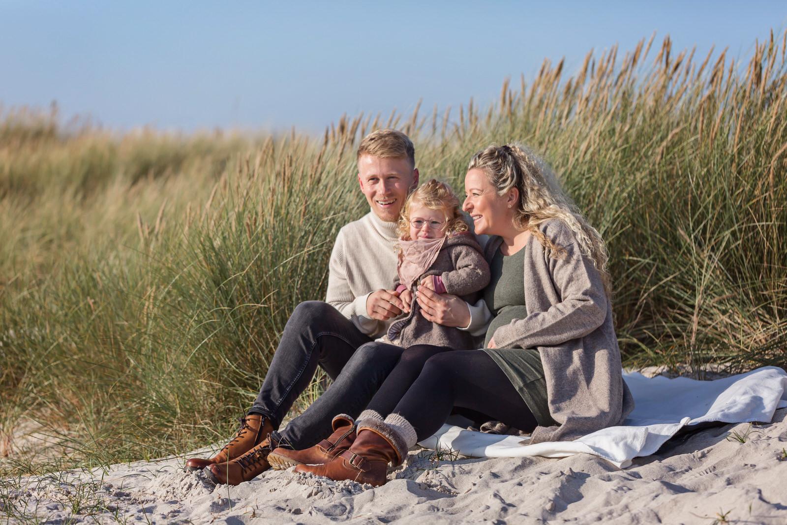 Familien- und Babybauch-Shooting am Strand